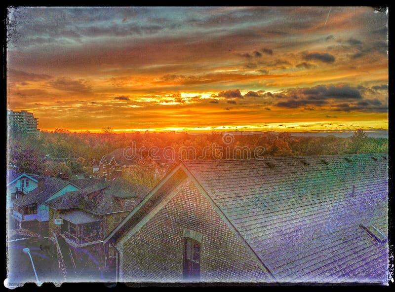 Zonsondergang die in Kitchener Ontario het Brood en Rozen de Behulpzame Huizen kenmerken stock fotografie