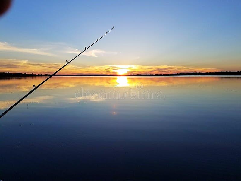 Zonsondergang die shawanomeer vissen van Wisconsin royalty-vrije stock afbeelding
