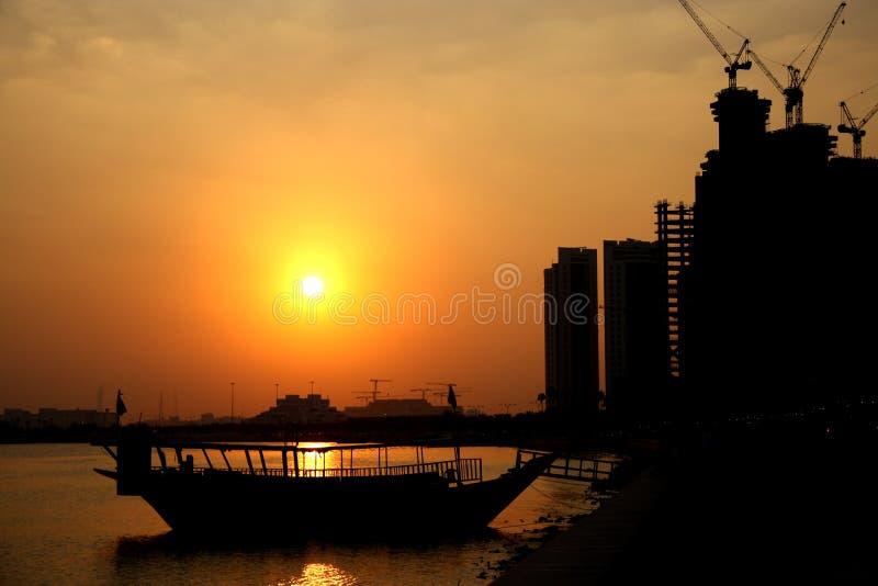Zonsondergang in Doha, Qatar stock afbeeldingen