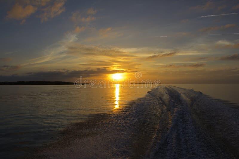 Zonsondergang door boot royalty-vrije stock foto