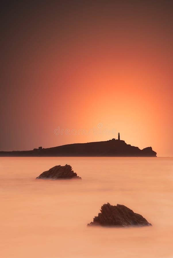 Zonsondergang door de oceaan stock fotografie
