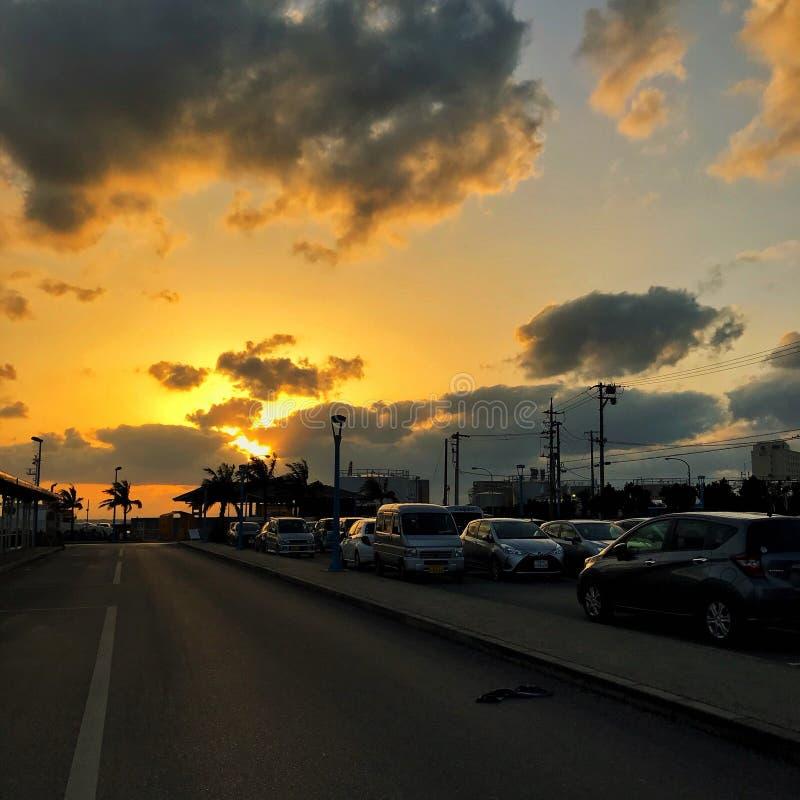 Zonsondergang door de pijler stock fotografie