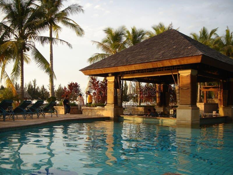 Zonsondergang door de pool royalty-vrije stock foto's