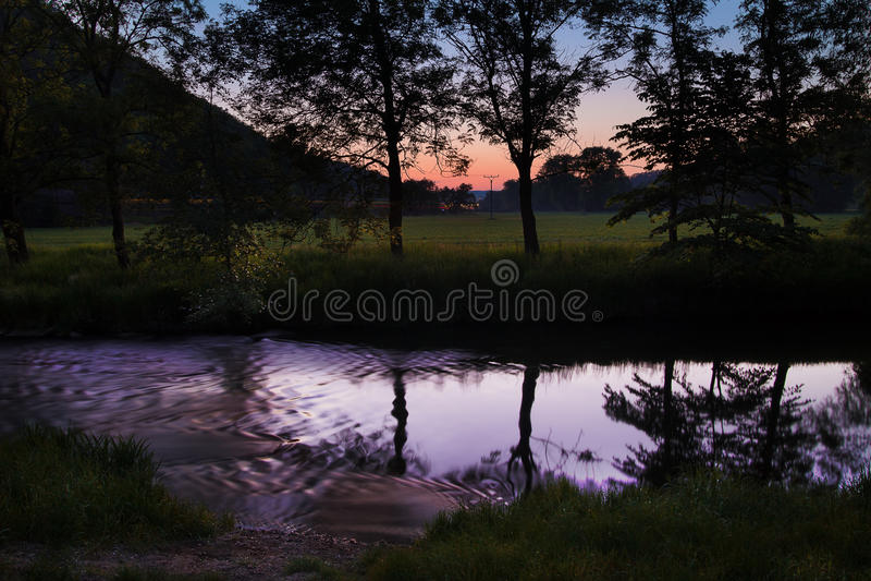 Zonsondergang door de rivier Svitava royalty-vrije stock foto