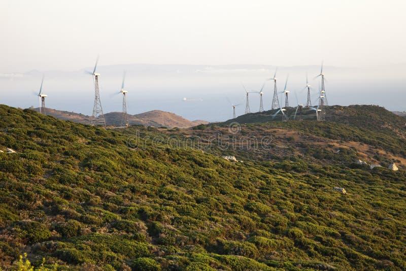 Zonsondergang in een windlandbouwbedrijf stock foto