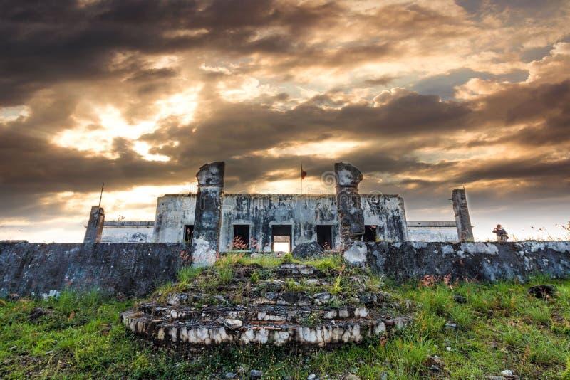 Zonsondergang en en oude hacienda royalty-vrije stock fotografie