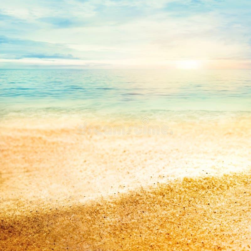 Zonsondergang en fijn zand royalty-vrije stock foto's