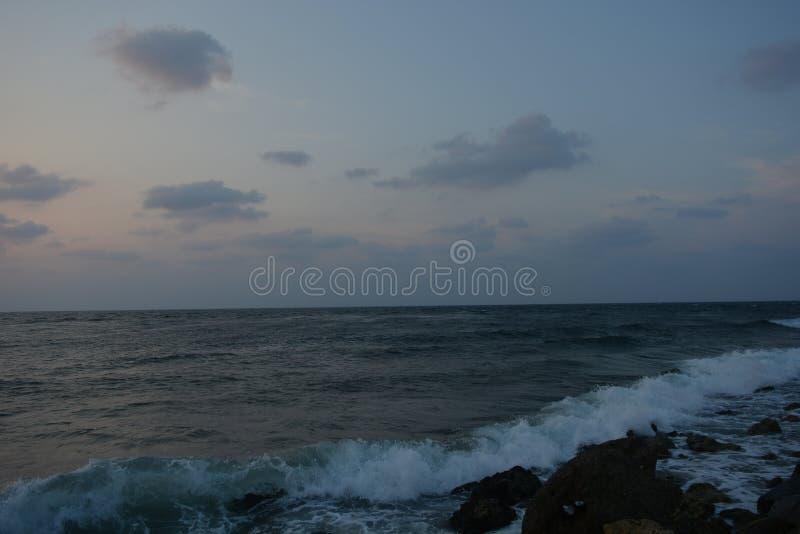 Zonsondergang en Golven bij Rode Overzees Jeddah royalty-vrije stock foto's