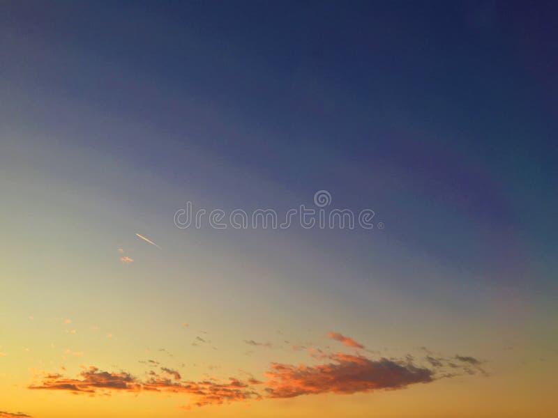Zonsondergang en kleuren, vrijheid en ruimte, het vliegen mening, abstract en conceptueel stock foto's