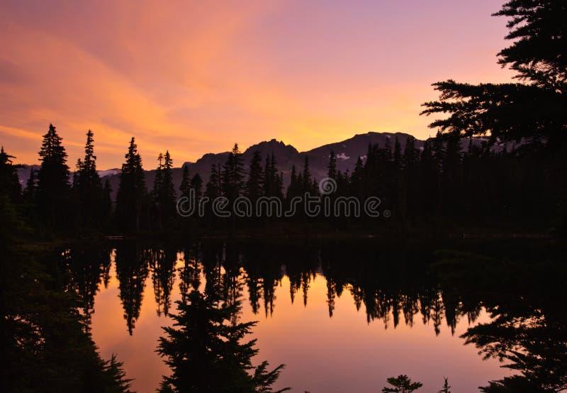 Zonsondergang en meer royalty-vrije stock afbeeldingen