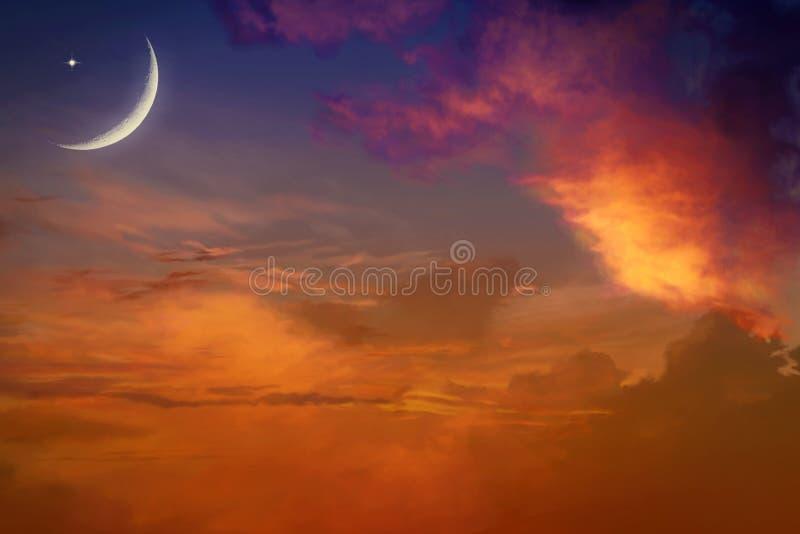 Zonsondergang en nieuwe maan stock afbeelding