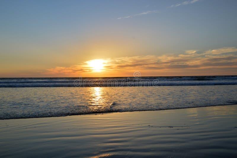 Zonsondergang en oceaan royalty-vrije stock afbeeldingen