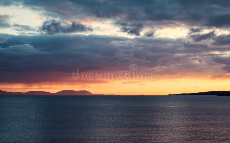 Zonsondergang in Gairloch in Hooglanden van Schotland stock afbeeldingen