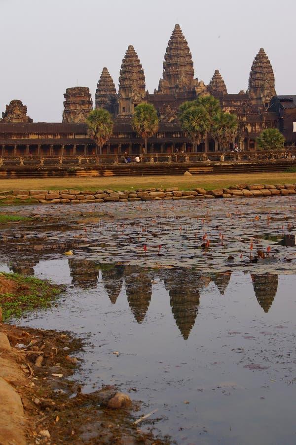 Zonsondergang, gopuratorens van Angkor Wat stock afbeeldingen
