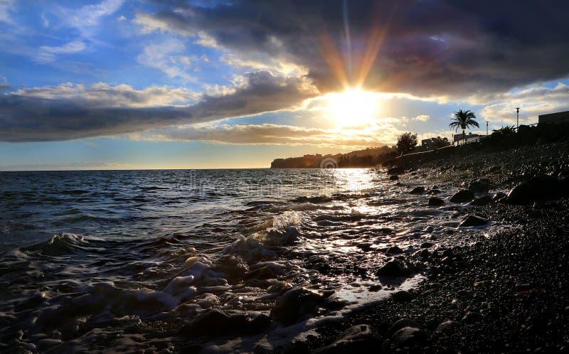 Zonsondergang in Gran-kanarie door het strand royalty-vrije stock afbeeldingen