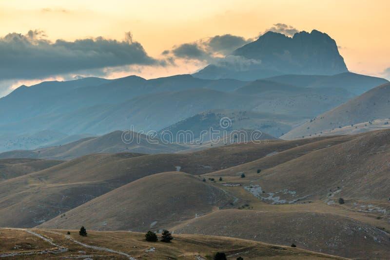 Zonsondergang in Gran Sasso - Rocca Calascio AQ stock afbeeldingen