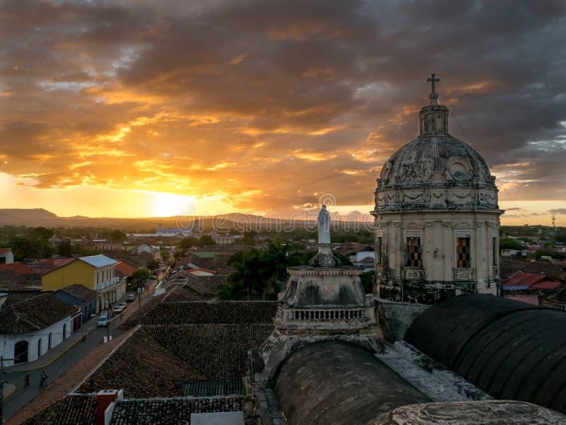 Zonsondergang in Granada stock foto's