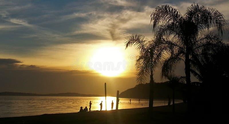 Zonsondergang in Guaiba stock afbeelding