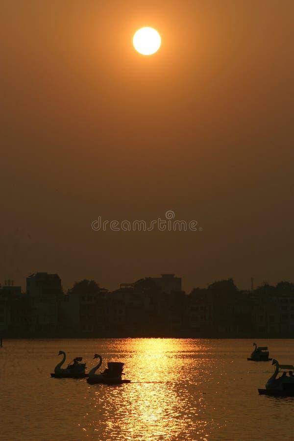 Zonsondergang in Hanoi stock foto