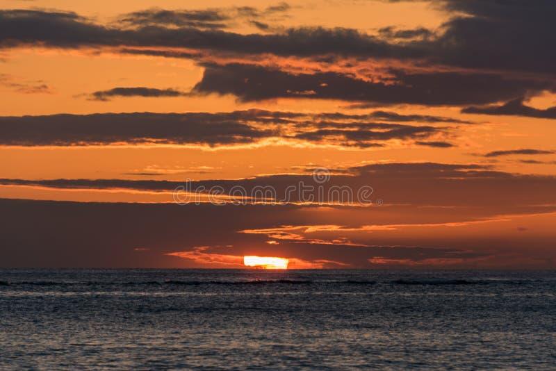 Zonsondergang in Hawaï stock foto's