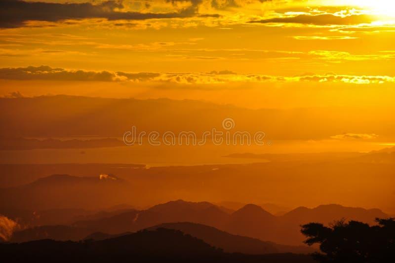 Zonsondergang in het Bos van de Wolk royalty-vrije stock afbeelding