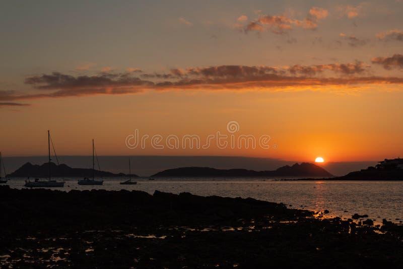 Zonsondergang in het estuarium van Vigo stock fotografie