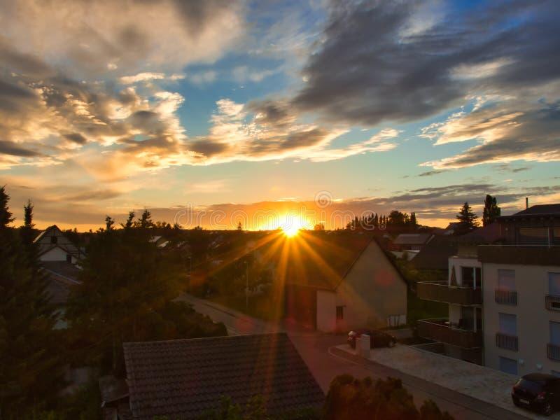 Zonsondergang in het gouden uur royalty-vrije stock afbeeldingen