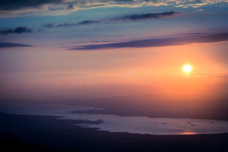 Zonsondergang in het Kartepe-bergenlandschap Turkije royalty-vrije stock fotografie