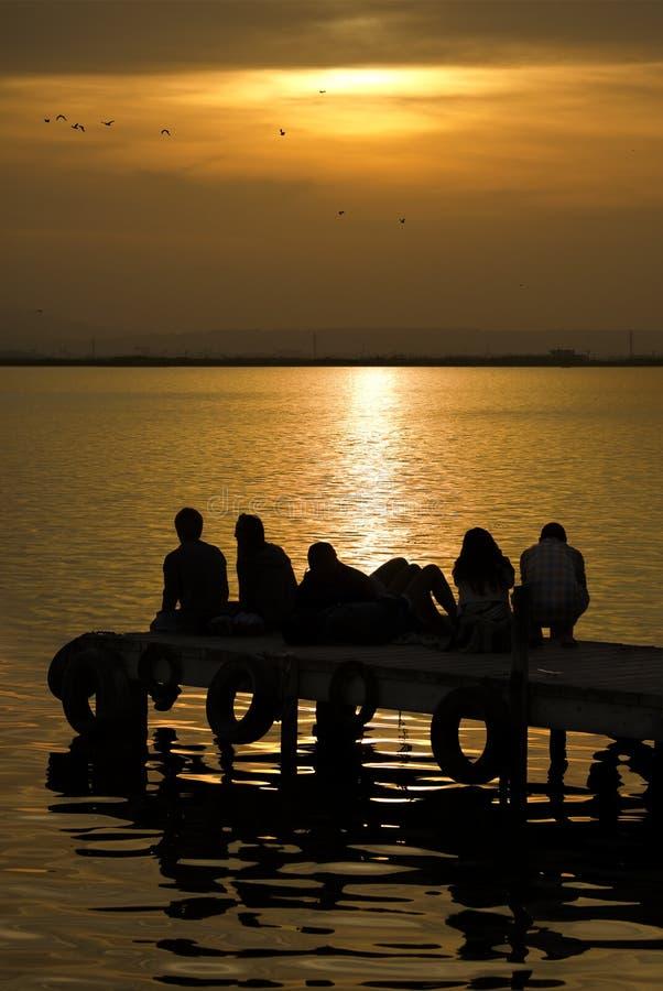 Zonsondergang in het meer royalty-vrije stock foto