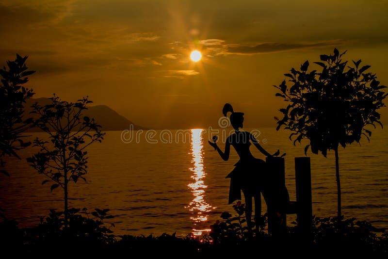 Zonsondergang in het Meer van Genève royalty-vrije stock afbeeldingen