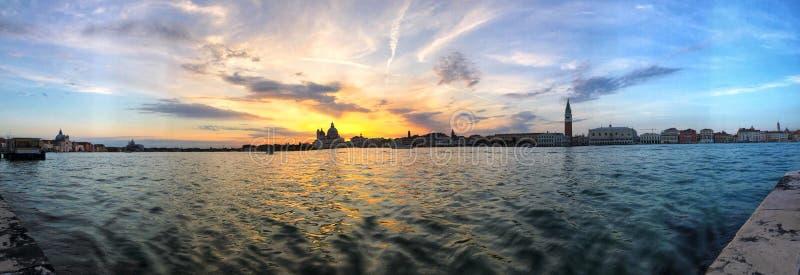 Zonsondergang in het Panorama van Venetië royalty-vrije stock afbeelding