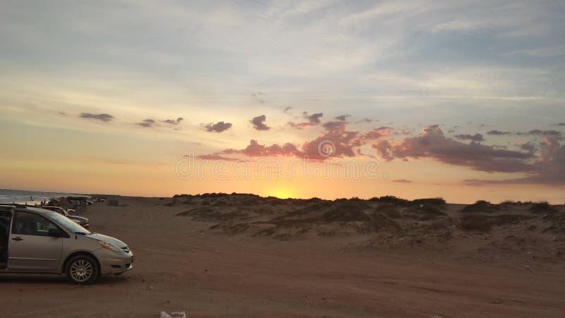 Zonsondergang in het strand royalty-vrije stock foto