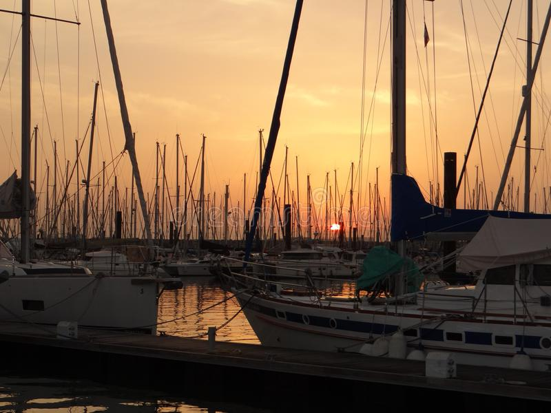 Zonsondergang in jachthaven, Frankrijk royalty-vrije stock afbeelding