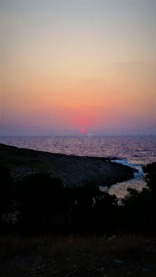 Zonsondergang, kleuren, overzees en water royalty-vrije stock afbeelding