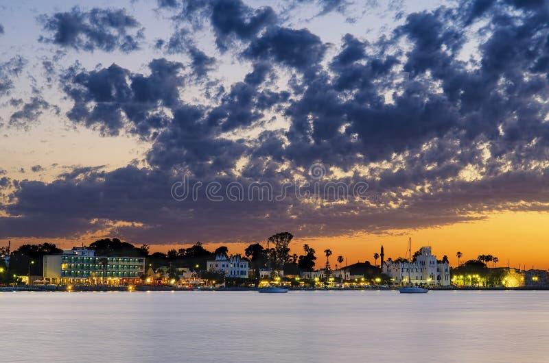 Zonsondergang in Kos-stad stock afbeeldingen