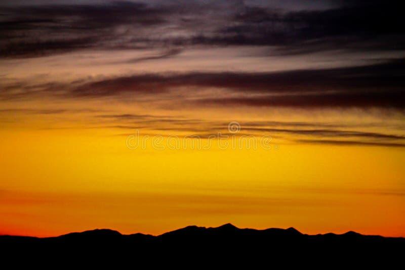 Zonsondergang langs de Bergen stock foto's