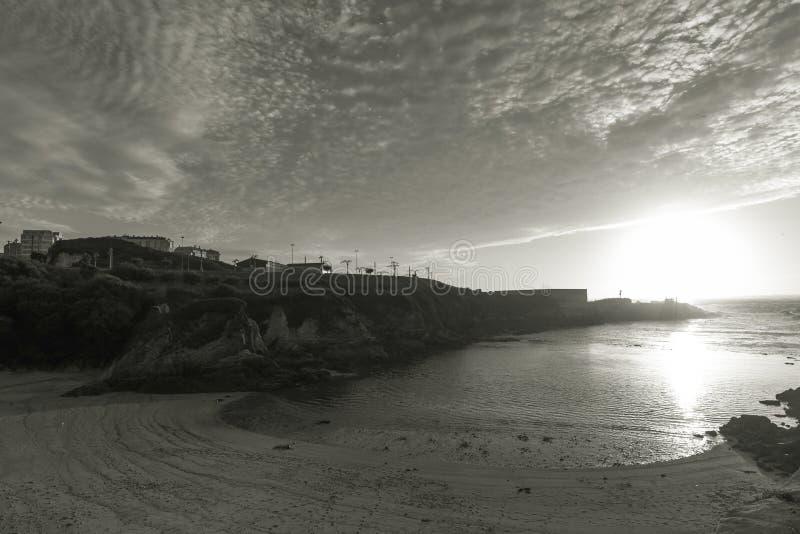 Zonsondergang in Lapa-strandla Coruna, Spanje stock foto