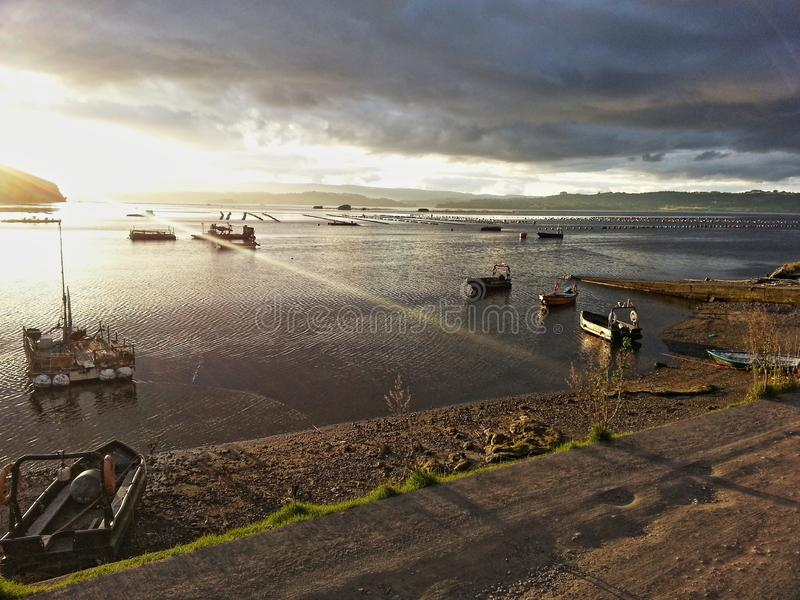 Zonsondergang in Lemuy-eiland stock foto