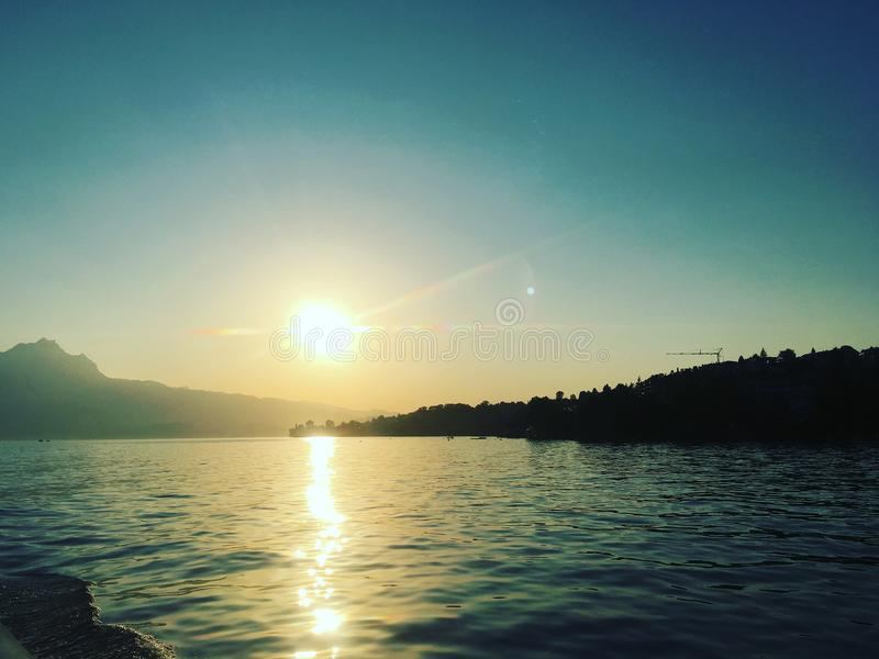 Zonsondergang in Luzern, Zwitserland royalty-vrije stock foto