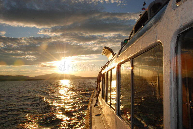 Zonsondergang in meer Lipno royalty-vrije stock foto