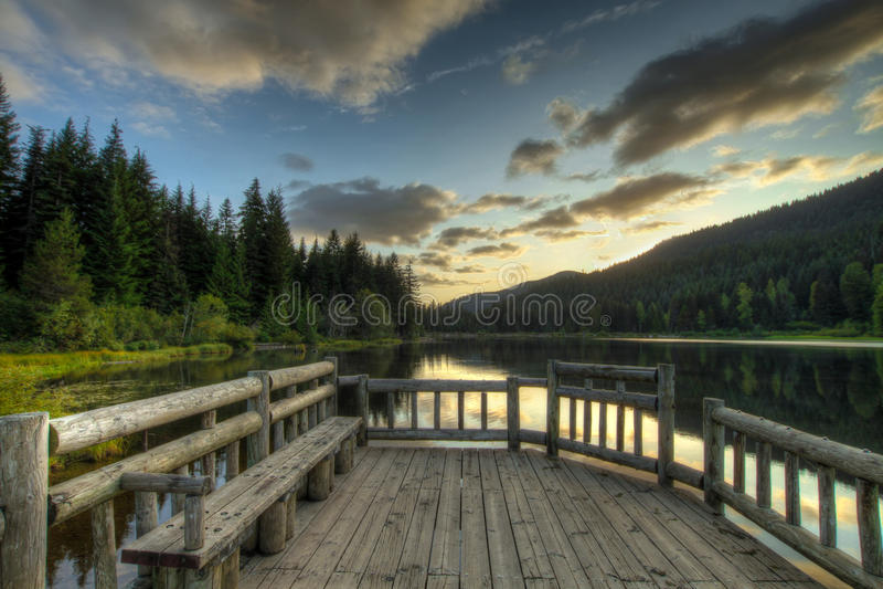Zonsondergang in Meer Trillium stock foto