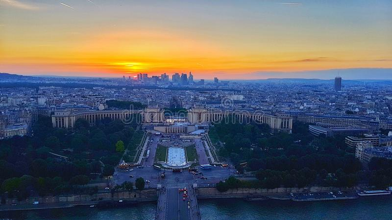 Zonsondergang - mening vanaf de bovenkant van de toren van Eiffel stock fotografie