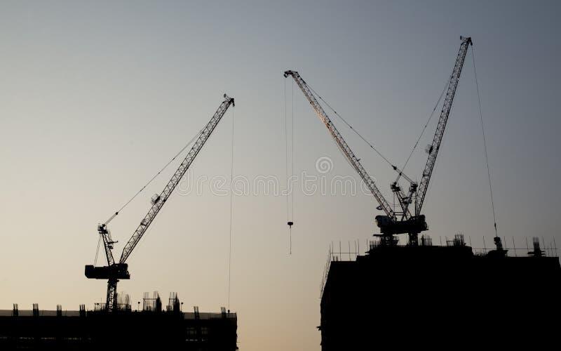 Zonsondergang met de bouwconstructie royalty-vrije stock foto's