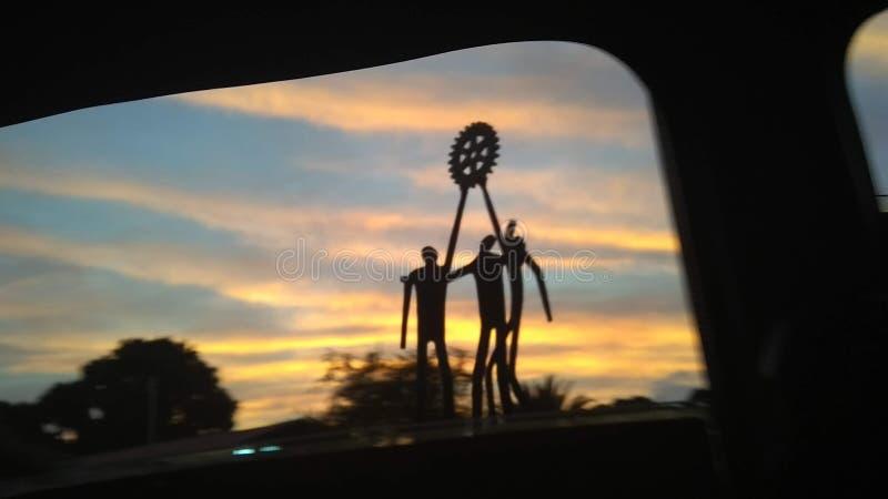 Zonsondergang met een silluet stock afbeelding