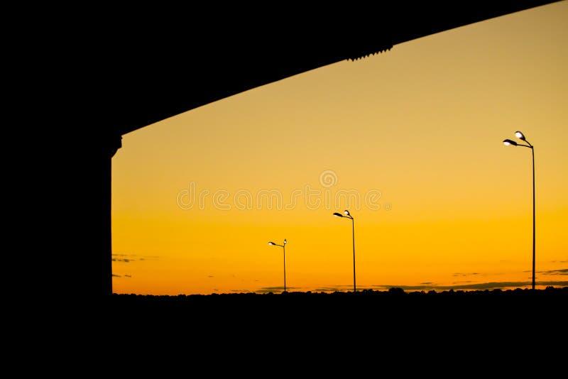 Zonsondergang met gloeilampen royalty-vrije stock foto's