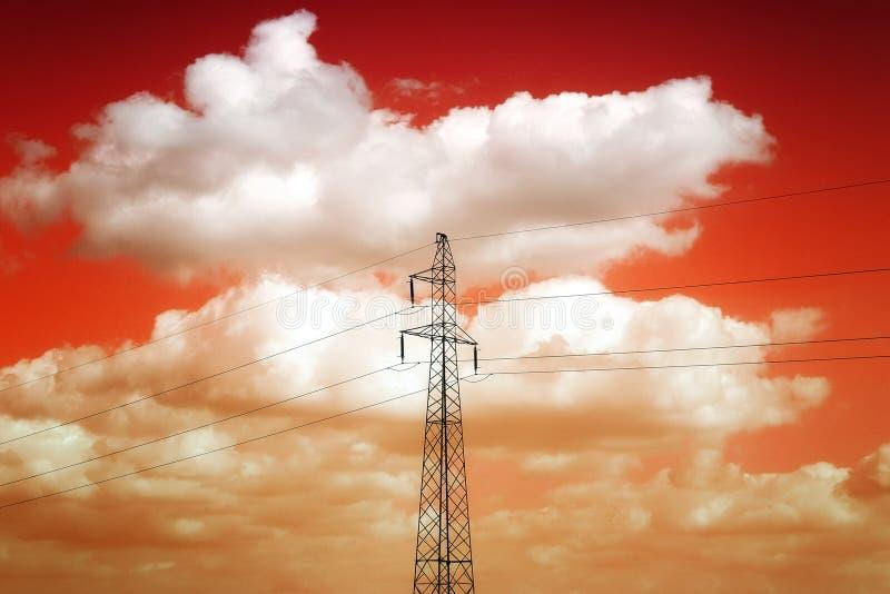 Zonsondergang met pylon toren B stock afbeelding