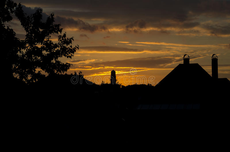 Zonsondergang met stadhuis royalty-vrije stock foto's