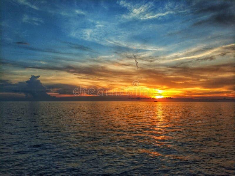 Zonsondergang, nog water stock afbeelding