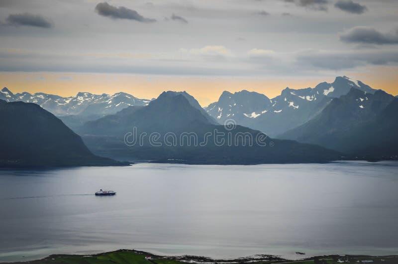 Zonsondergang in noordelijk Noorwegen royalty-vrije stock foto