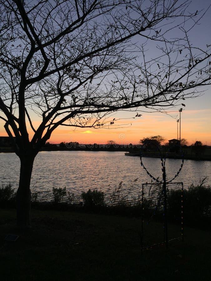 Zonsondergang in Northside-park stock afbeelding